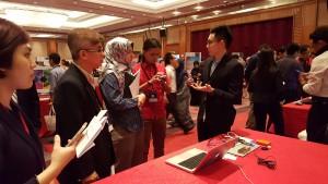 Benjamin Low Yen On tenang meyakinkan panel dari Motorola Solutions