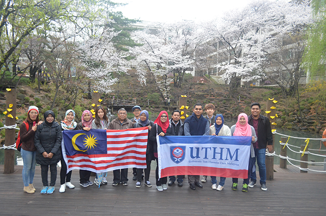 20 UTHM Students Search Experience In South Korea
