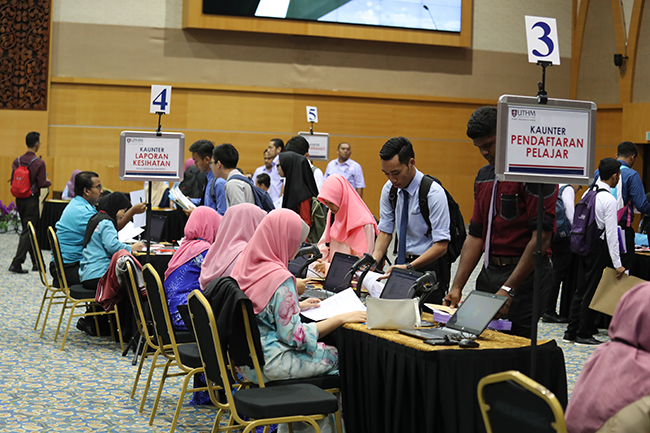 UTHM Received 740 New Diploma Program Students for 2017/2018 Session